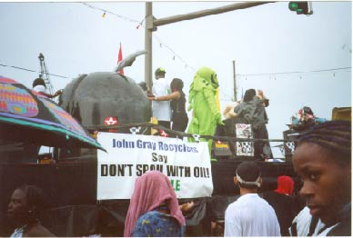float_parade_2001_us_in_action.jpg