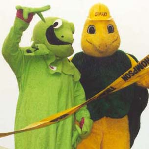 iggy_and_sparky_float_parade_2001.jpg
